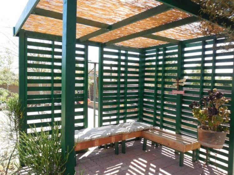 A PALLET FENCE THAT GIVES PRIVACY