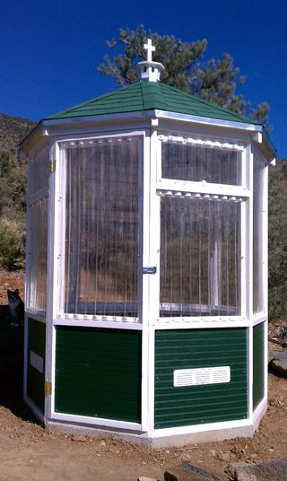 LEARN HOW TO BUILD THIS BEAUTIFUL OCTAGONAL GREENHOUSE