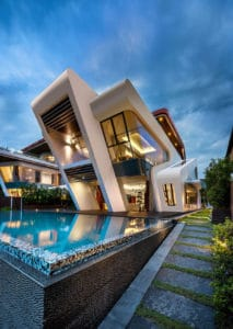 highly cantilevered modern design VILLA MISTRAL