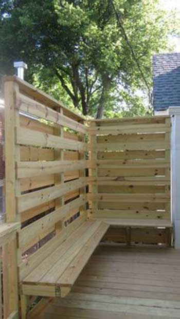 PALLET FENCE WITH A BENCH