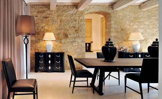 stone and wood dinning room