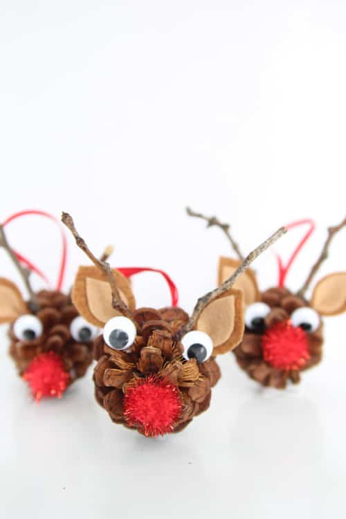 31. Funny and Cheerful Reindeer Heads Made from Pinecones