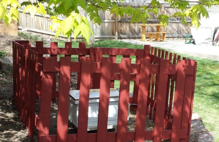 SMALL SQUARE PALLET FENCE
