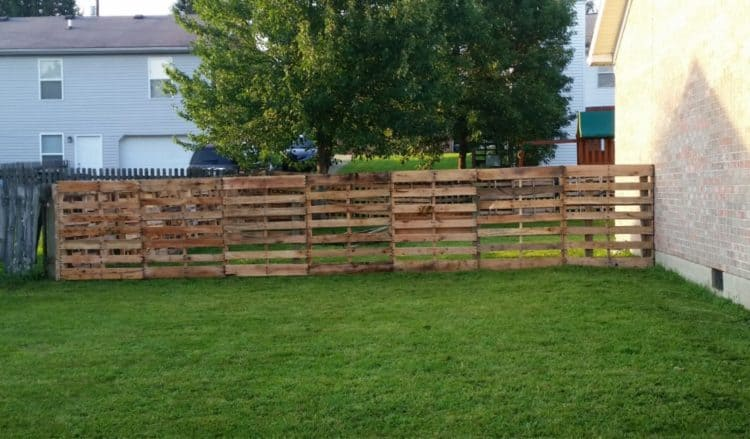 37 Awesome Pallet Fence Ideas To Realize Swiftly In Your
