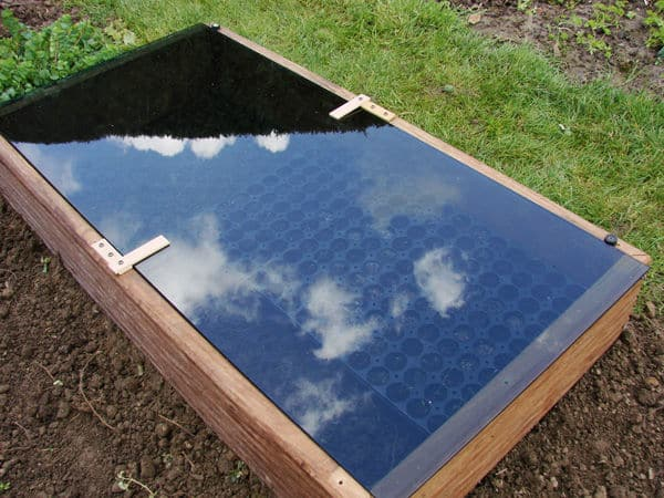 LEARN HOW TO BUILD A SIMPLE PORTABLE GREENHOUSE IN A FEW HOURS