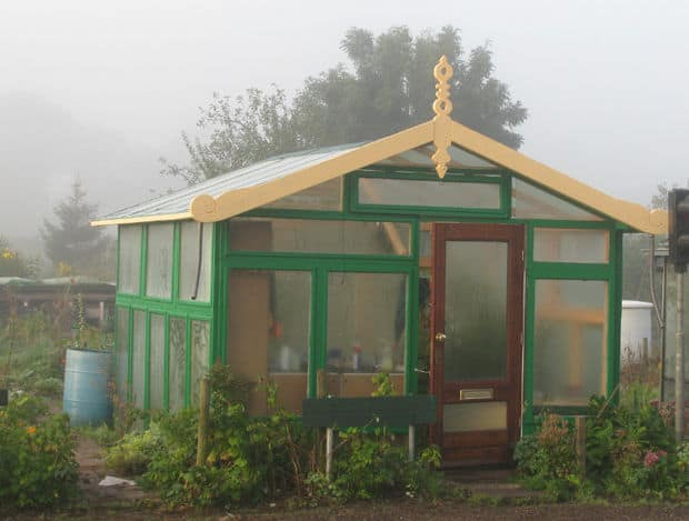 THE HIGH-END GREENHOUSE MADE USING ONLY RECYCLED MATERIALS