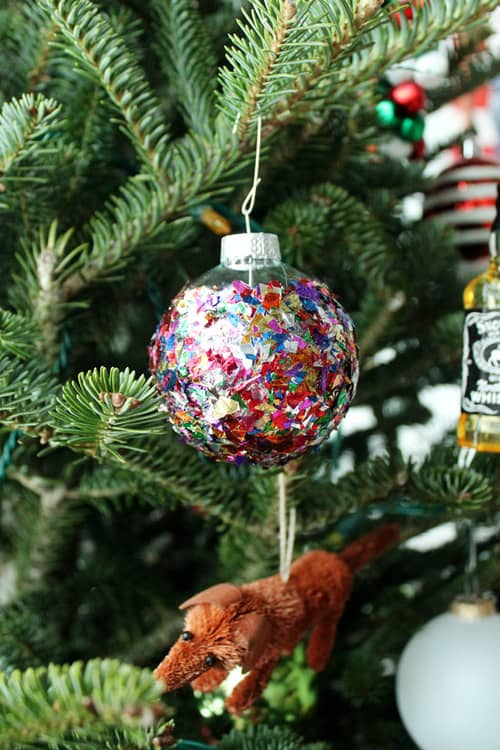 39. Amazing Christmas Ornaments Made Using Confetti