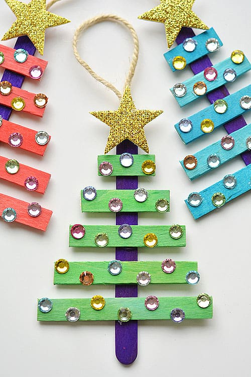 48. Learn How to Create These Ostentatious Christmas Tree Ornaments