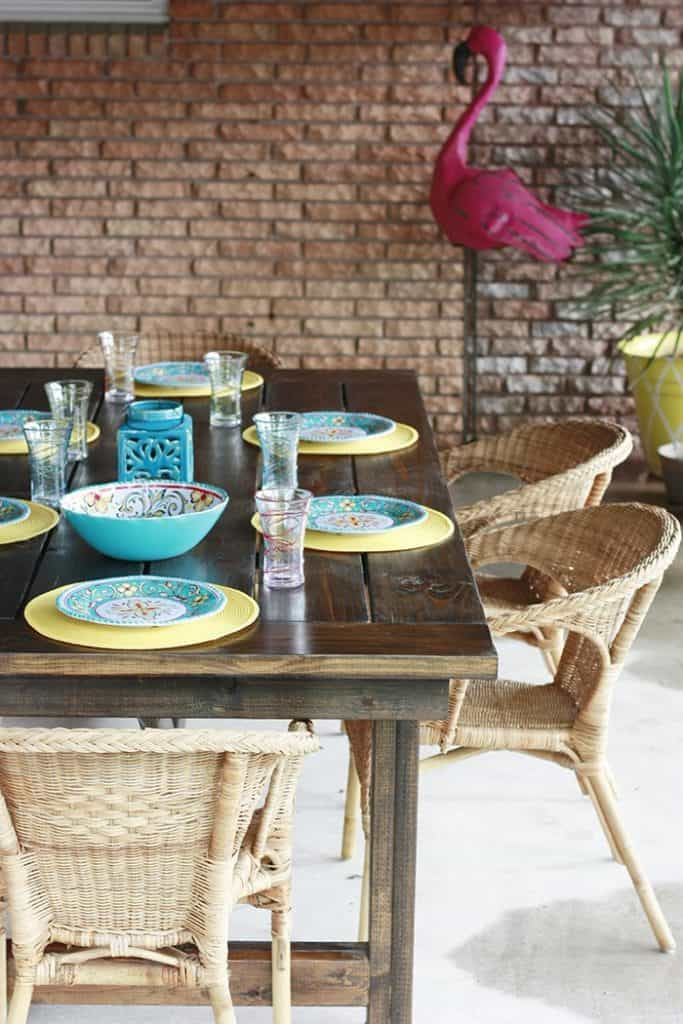 THE OUTDOOR FARMHOUSE TABLE