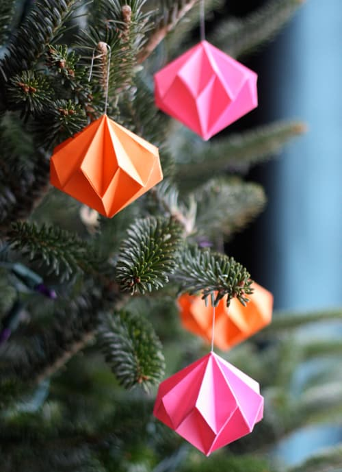 65. Decorate Your Christmas Tree With These Spectacular Origami Diamond Ornaments