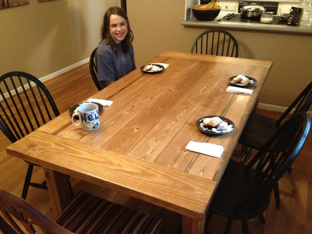 THE EASY FARMHOUSE TABLE