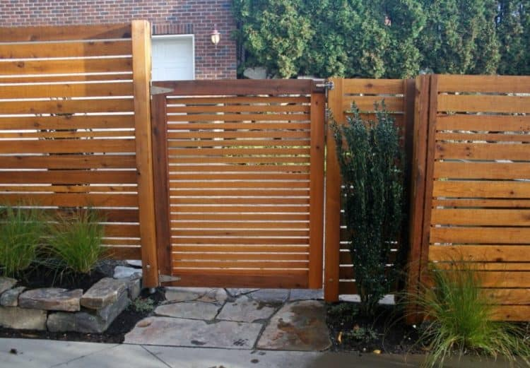 DESIGNER PALLET FENCE FOR SMALL HOMES