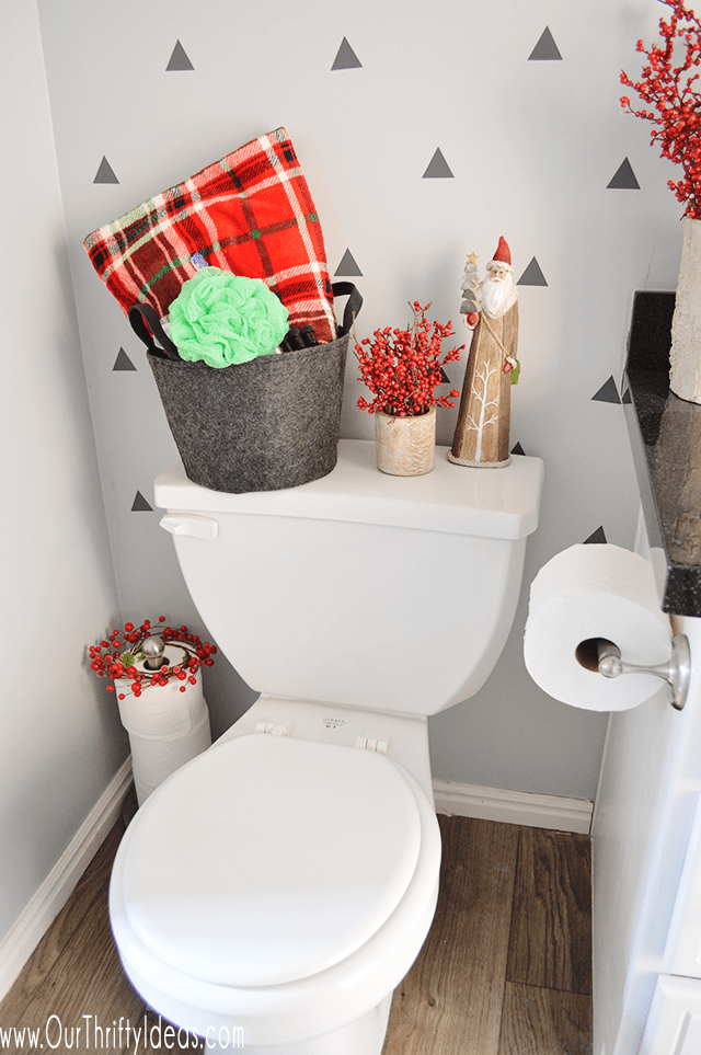 21 Awesomely Unexpected Christmas Bathroom Decorations To Realize Homesthetics Inspiring Ideas For Your Home