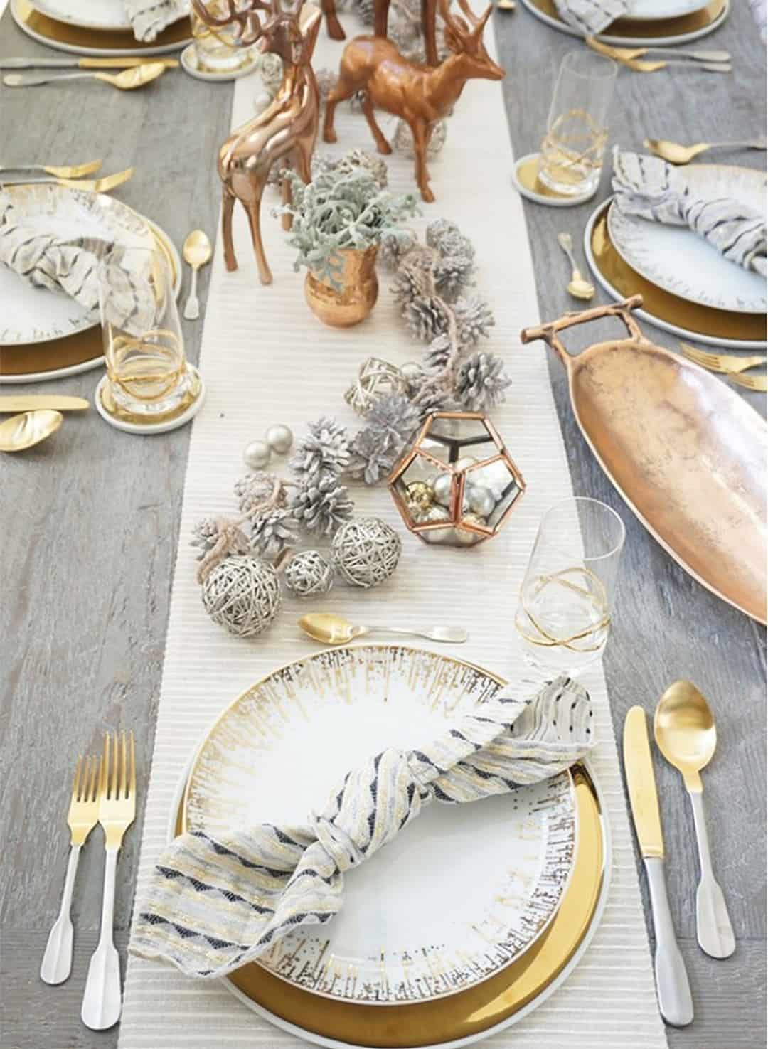 Gorgeous Holiday Christmas Tablescapes Ideas 9