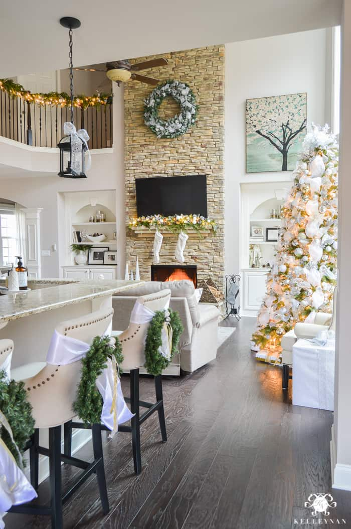 Open Concept Christmas Home Decorating Ideas