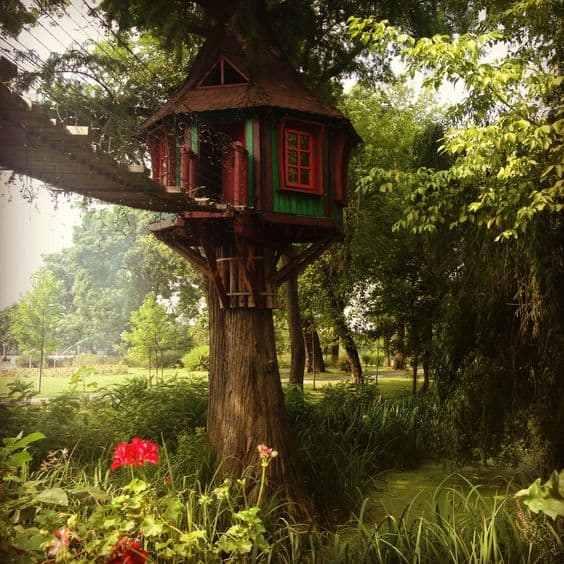 THE FANTASY TREE HOUSE