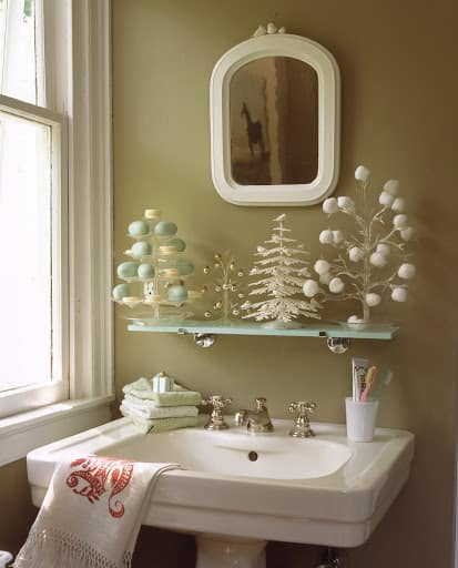 21 Awesomely Unexpected Christmas Bathroom Decorations To ...