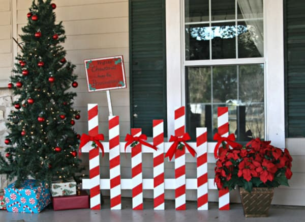 Old Fence Decorating Ideas