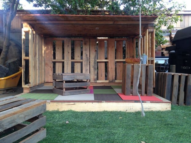 THE RUSTIC PALLET PLAYHOUSE
