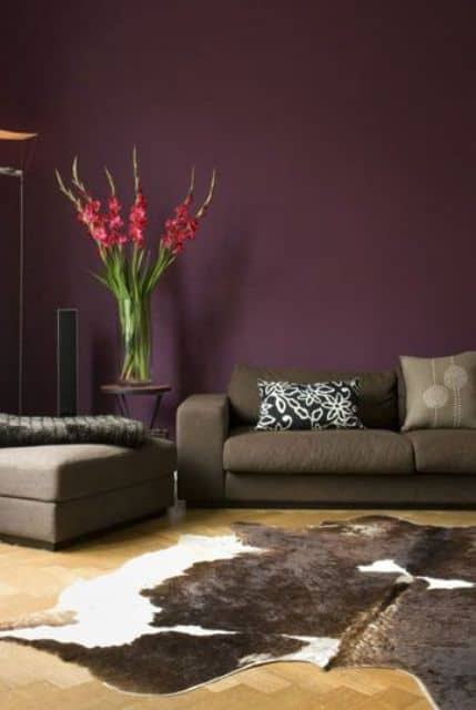 18 aubergine accent wall is a great way to make the space more refined and moody
