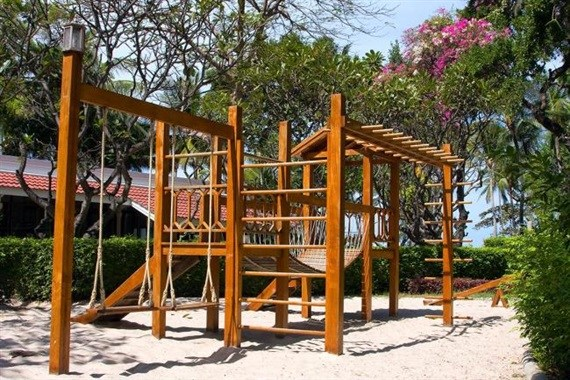 THE DIY ULTIMATE SWING SET