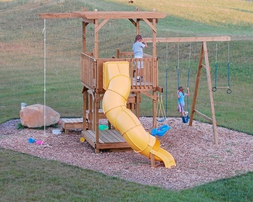 THE BACKYARD PLAY STRUCTURE