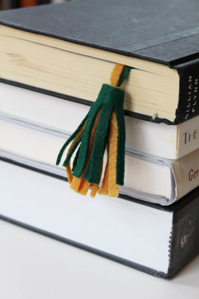 BOOKMARK WITH YOUR FAVORITE TEAM'S FELT TASSEL