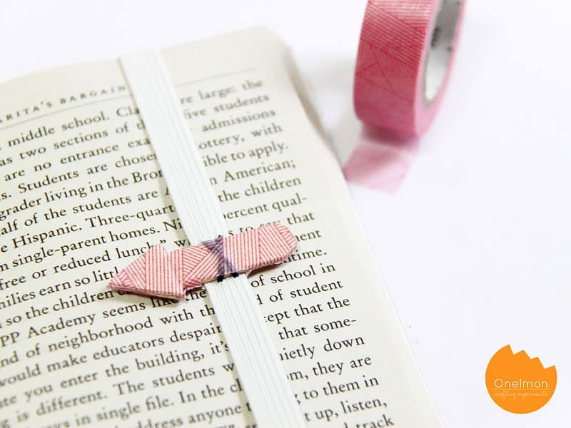 BOOKMARK WITH AN ARROW