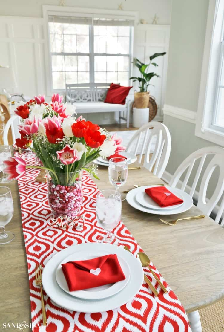 19 Valentine's Day Table Setting Ideas That Will Make Your ...