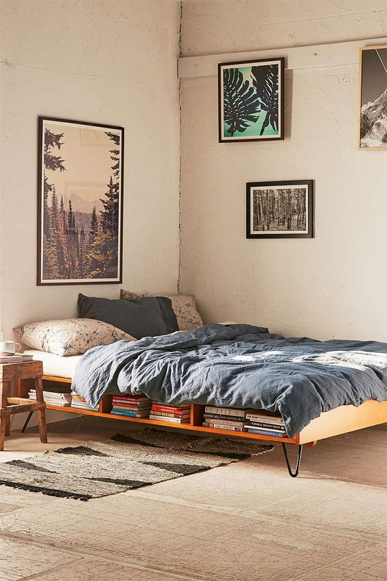 beds with hairpin legs
