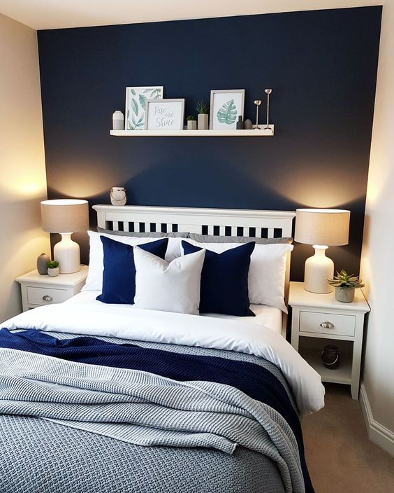 21. Vibrant White and Navy Blue Bedroom
