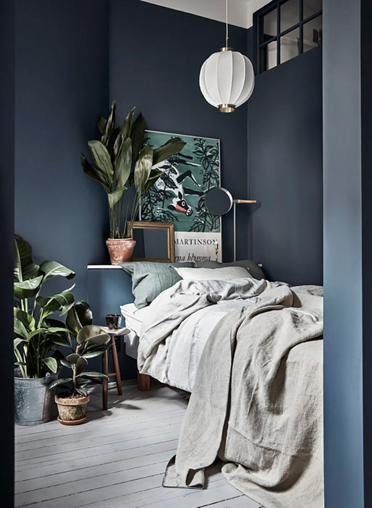 30. Naturalness at Home in Navy Bedroom