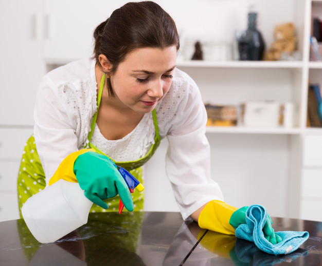 girl clean table home 1398 4889