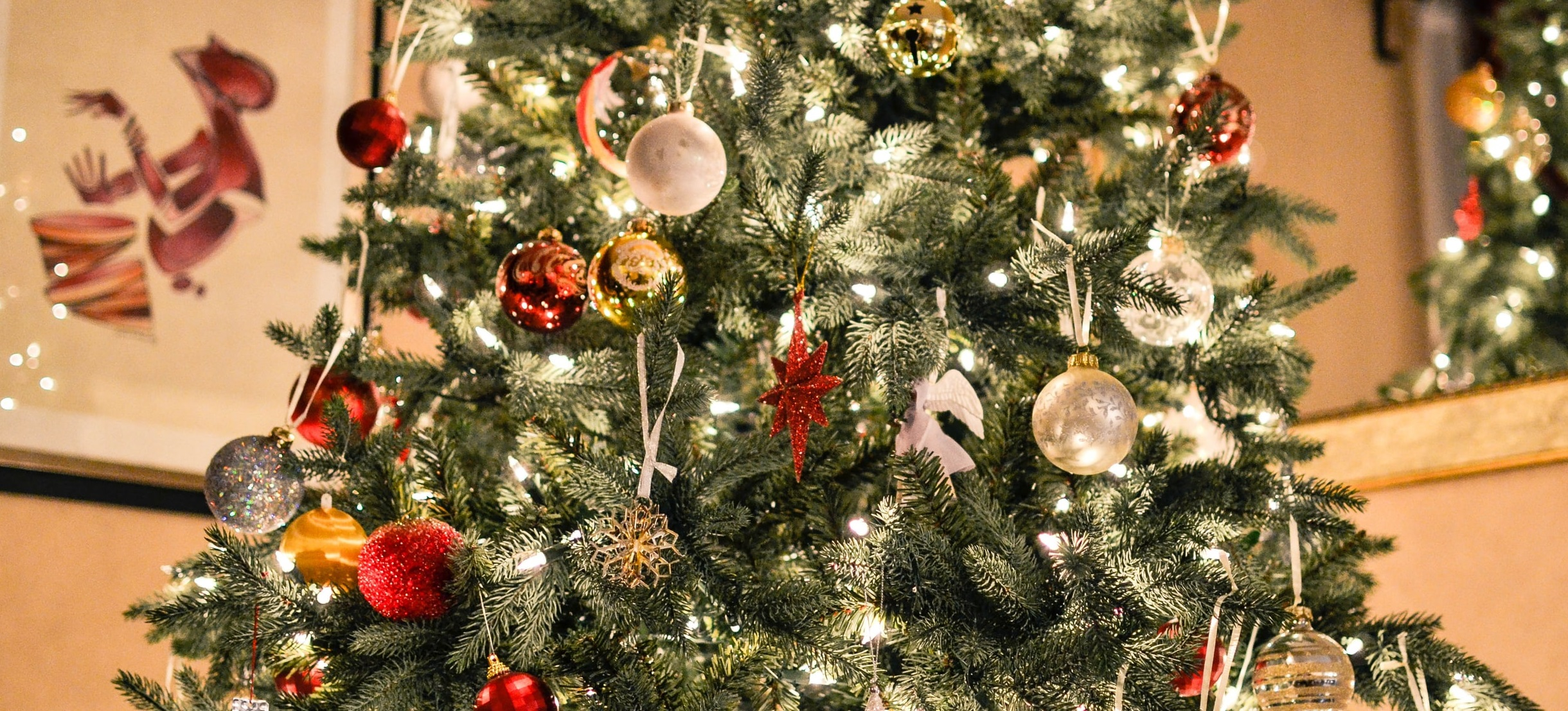Best Metallic Christmas Tree Decorations For Gleaming Christmas Of 2021