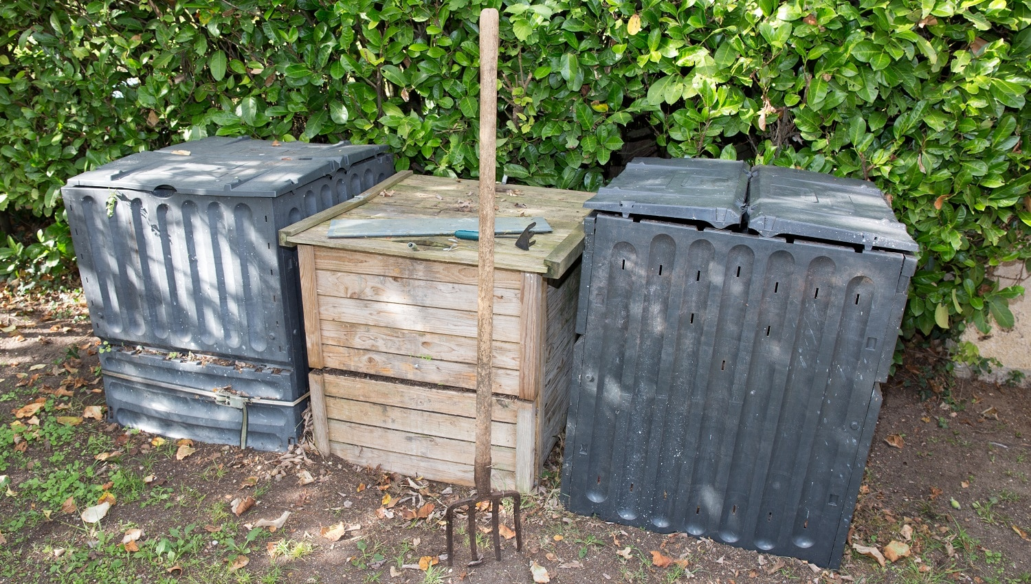 outdoor composting bin for recycling kitchen and garden organic waste