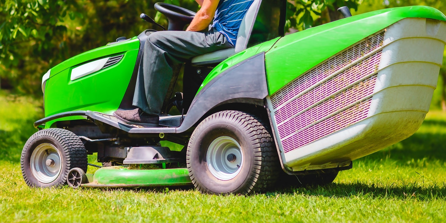 13 Best Riding Lawn Mowers of 2020 03