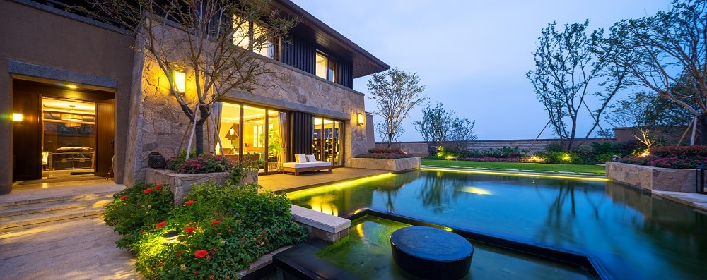 Landscape Lighting Tips-How To Brighten Your Outdoors With The Right Fixtures