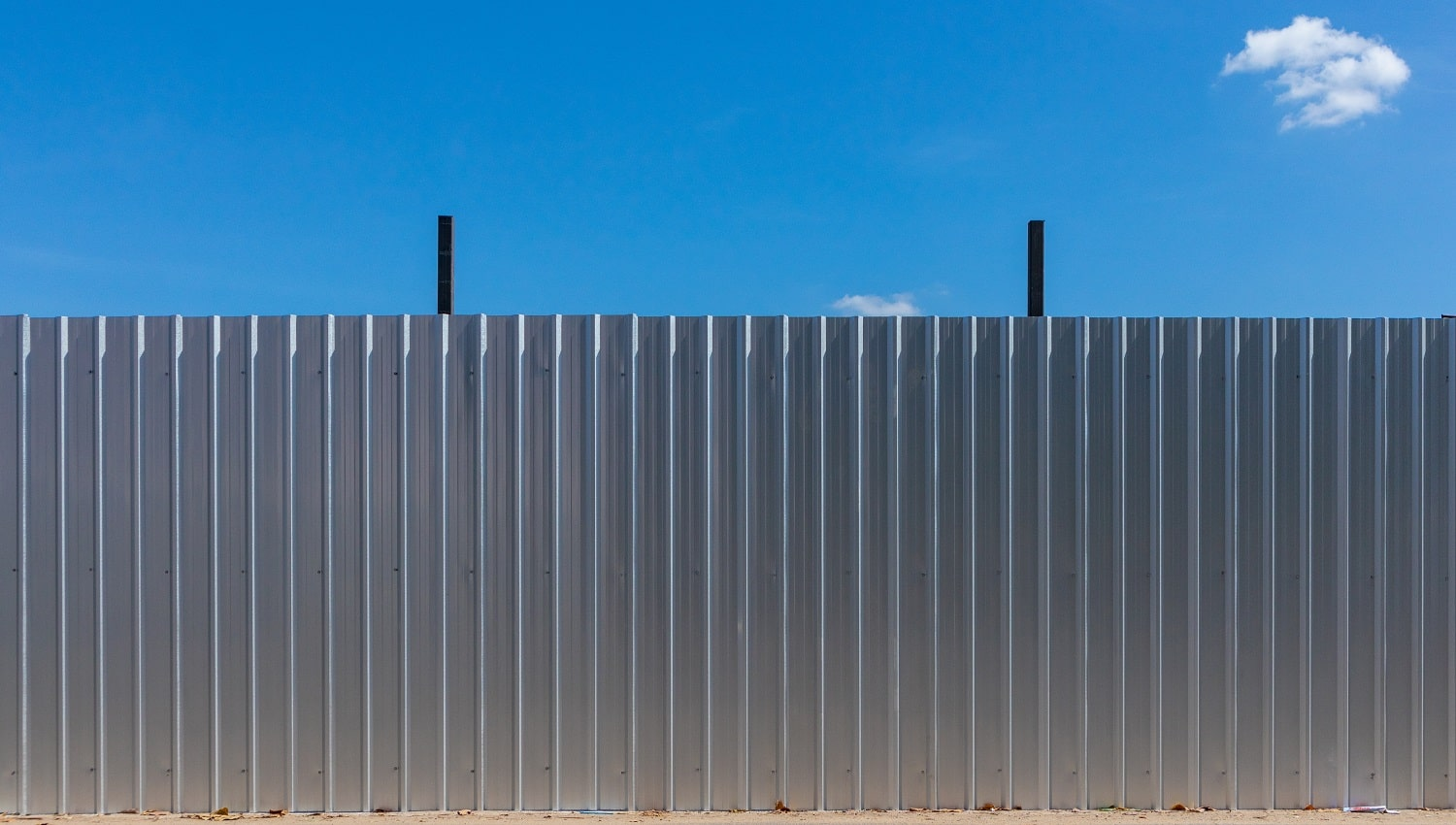 Clean aluminium fence to protect construction area.
