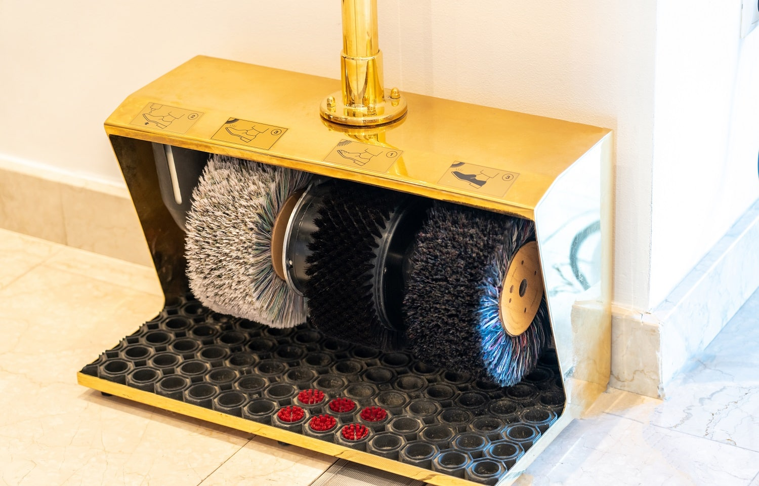 Electric Shoe Polisher Machine in the hotell