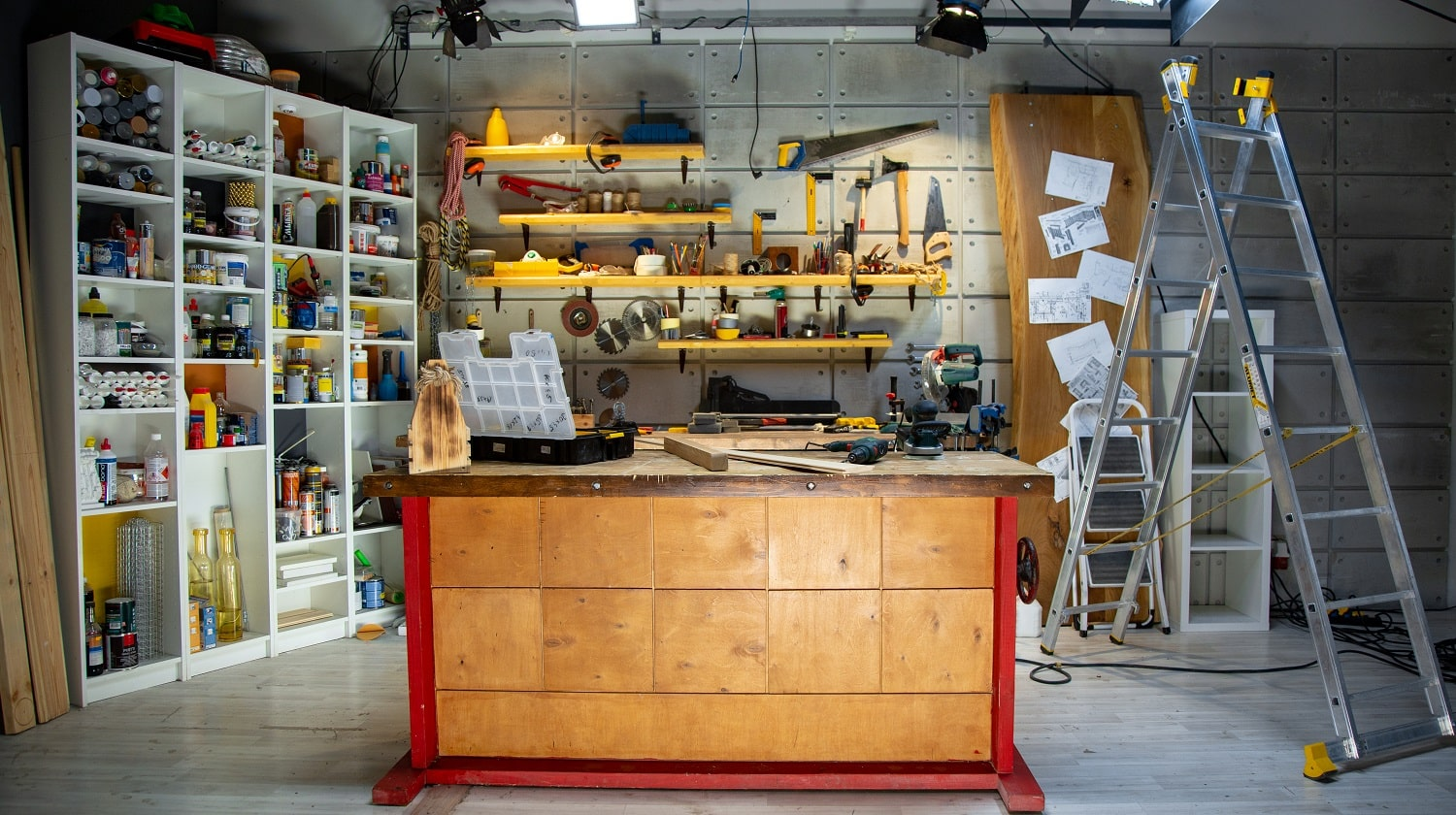 carpentry workshop equipped with the necessary tools.