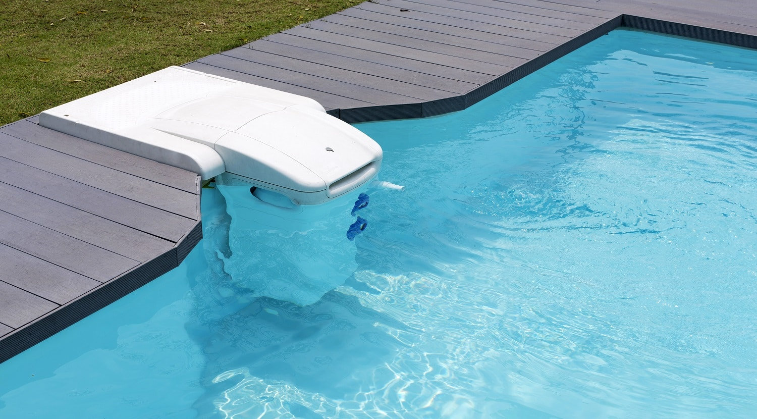 Water dispenser in pool