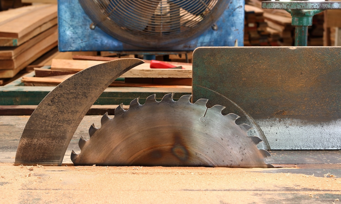 Side on view of table saw