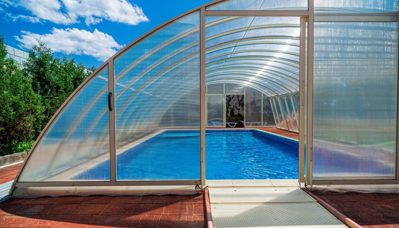 The covered area of the pool water retains heat longer. Also in a canopy you can bring heating. The polycarbonate lid keeps the temperature of the water, but also protects the pond from debris
