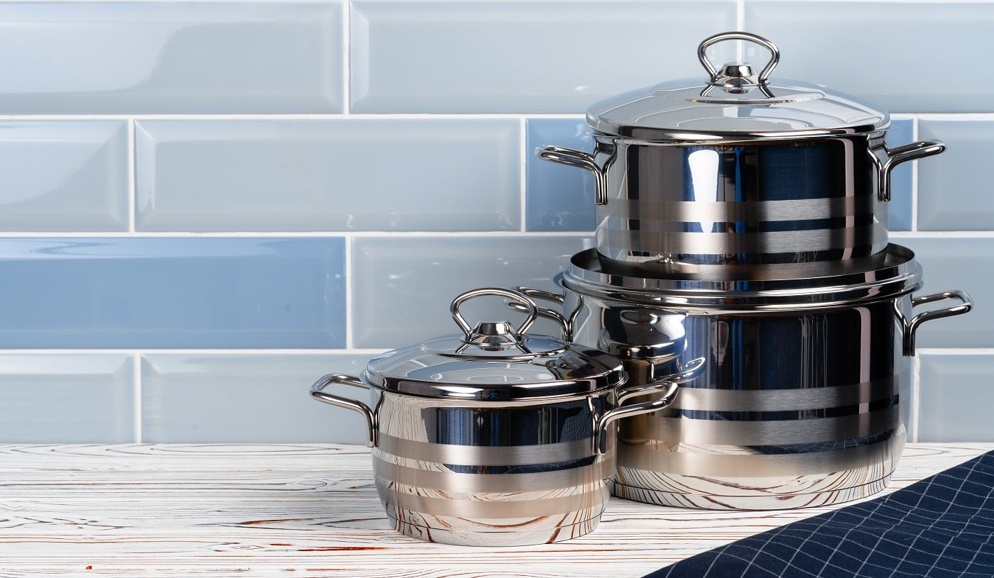 Close up photo of cookware set on wooden kitchen counter