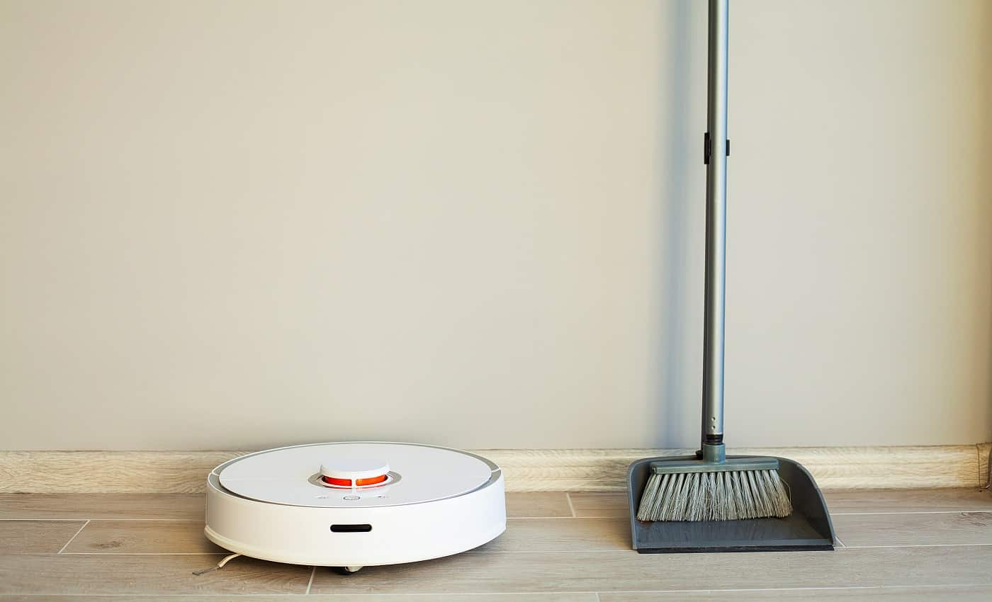 Comparison of Robot Cleaner and Broom in Bright Room.